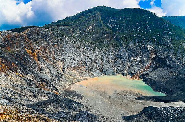 Lokasi Wisata Di Bandung: Gunung Tangkuban Perahu