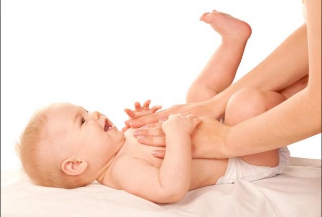 Tips Dan Trik Cara Pijat Bayi Teknik Gelembung Bagian Perut